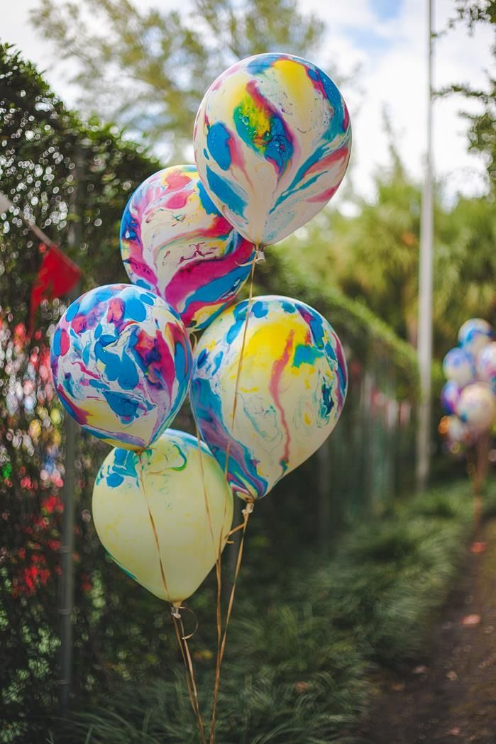 Love these Tie Dye Balloons but I'm allergic  CARNIVAL PARTY via www.KarasPartyIdeas.com