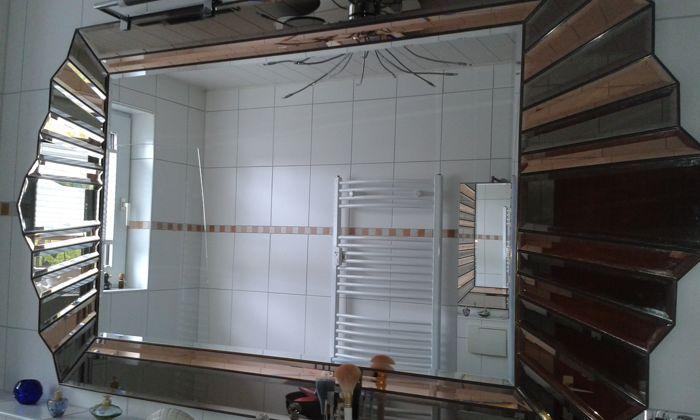 Wand spiegel  (met uitzondering van lampen) 184 x 98 cm veelkleurige de individuele facetten hebben een schuine hoek op de zijkanten en omgeven door een gouden kleur.  EUR 1.00  Meer informatie
