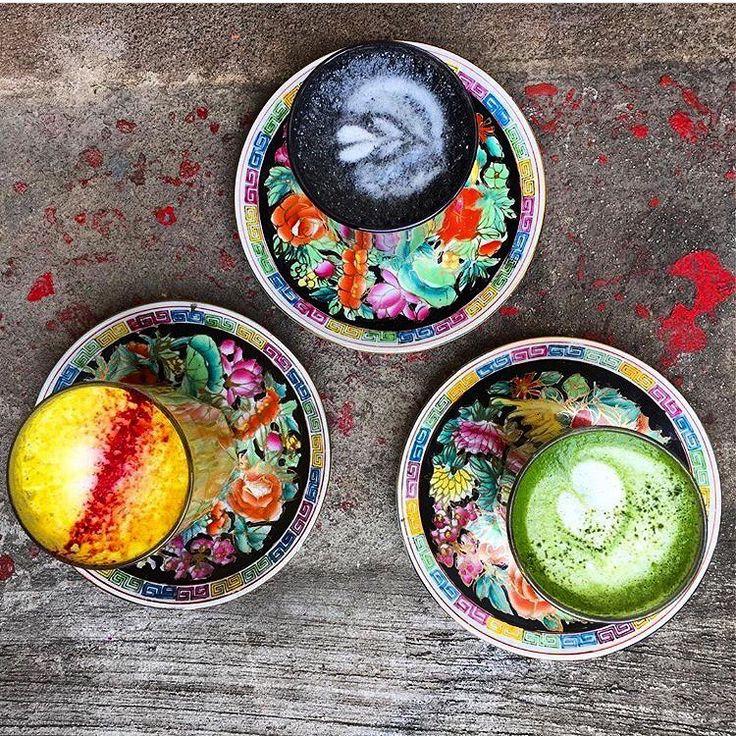 A New York un locale specializzato in tè e caffè vegani ha lanciato il latte ghiacciato in stile unicorni. È realizzato con strati colorati e ingredienti come verdura e spezie