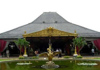 Traveling to the Mangkunegaran palace, Surakarta