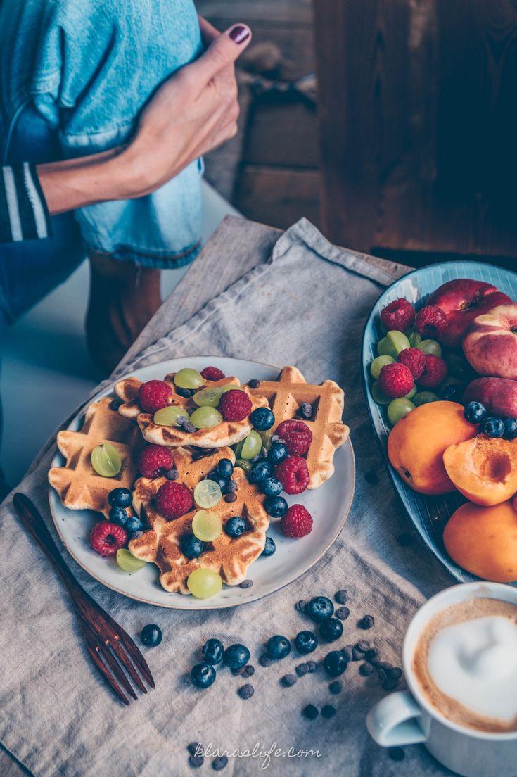 Vanille Waffeln mit Beeren und Früchte. Schnell , lecker fluffig