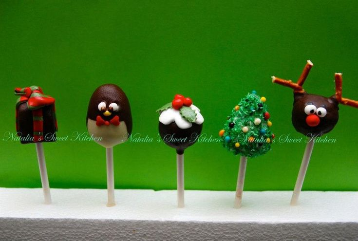 christmas cake pops - by NataliaPicci @ CakesDecor.com - cake decorating website