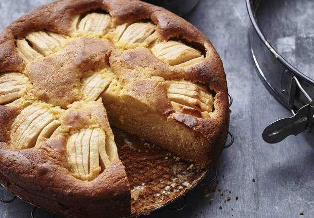 Gâteau aux pommes crème anglaise au cidreDécouvrez notre recette deGâteau aux pommes crème anglaise au cidre
