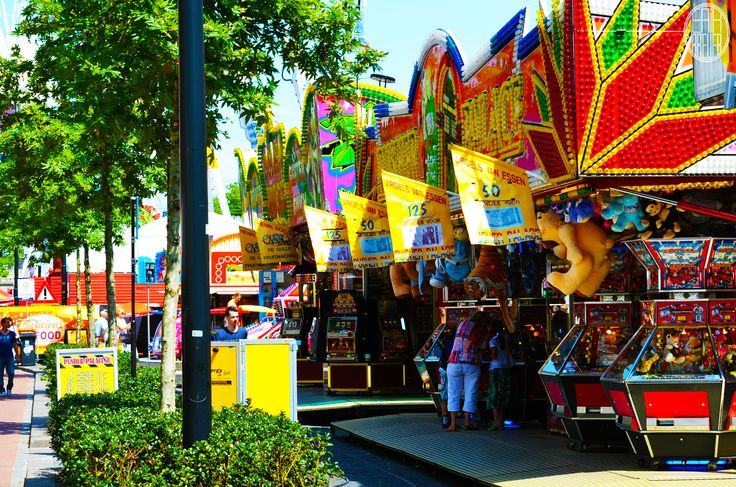 You can win lots of merchandise. If your lucky though - Tilburgse Kermis 2014
