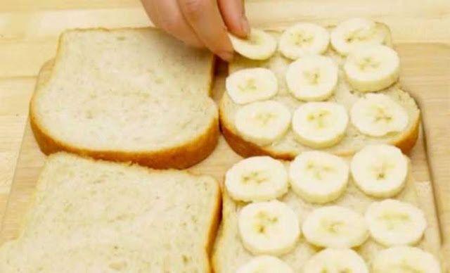 Βάζει Κομμένες Μπανάνες σε Ψωμί για Τοστ και φτιάχνει την πιο Νόστιμη Συνταγή που Έχετε Δοκιμάσει.