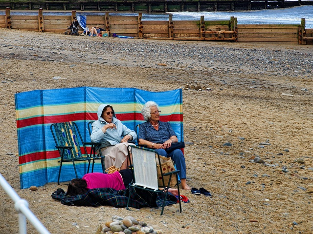 Resist the Sun at any cost : Hornsea beach P8025617 ed by pete riches, via Flickr