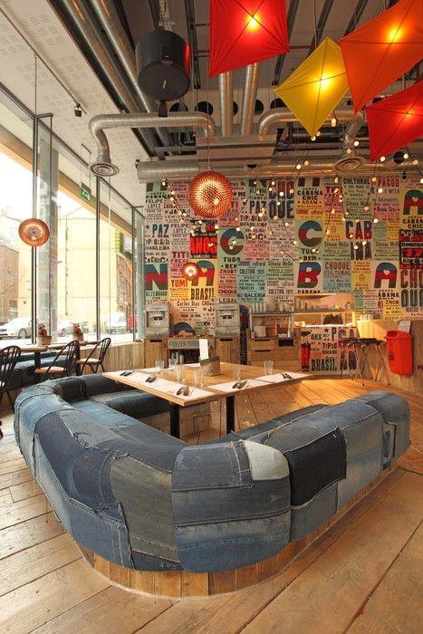 Sofá de Patchwork vaquero en restaurante