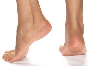 Dolore al piede: i consigli dell'esperto - Il dolore al piede è un disturbo che colpisce per numerose cause e con diversi sintomi. Il consiglio di un esperto è fondamentale per avere una corretta diagnosi.