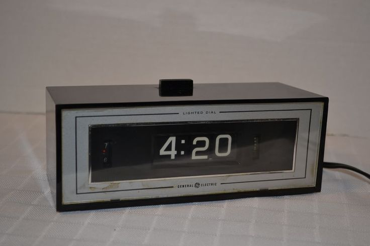 GE Flip 8142-4 Alarm Clock Lighted Dial 70s Vintage Groovy #GeneralElectric