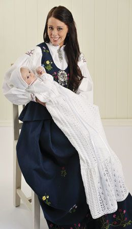 Tema 21: Modell 12 Sommerdryss dåpskjole og lue #strikk #baby #dåp