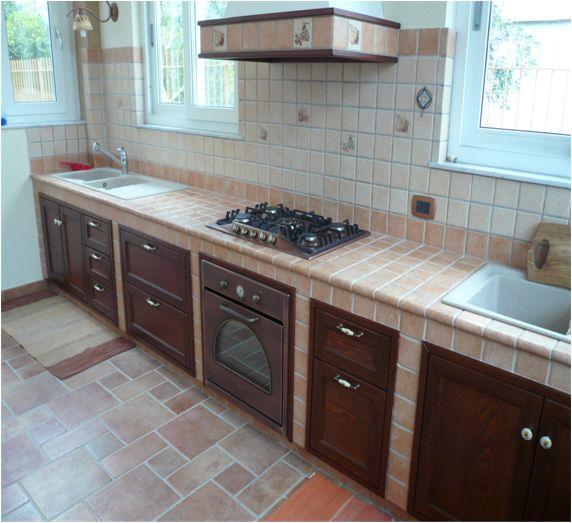 Realizzazione rivestimenti per cucina in muratura mod 009 for Kitchen design 8 x 13