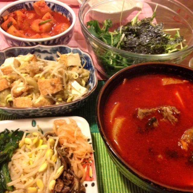 祖師ヶ谷大蔵/スタミナキングの惣菜を中心にコリアンディナー - 8件のもぐもぐ - テグタンクッパ、ナムル、カクテキ、厚揚・茄子・もやしの搾菜和え、韓国海苔サラダ by junya