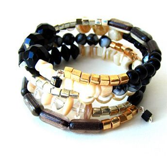 Bracelet quatre rangs  aux ravissants tons classiques gorgé de billes de toutes sortes  - boutique en ligne - free shipping