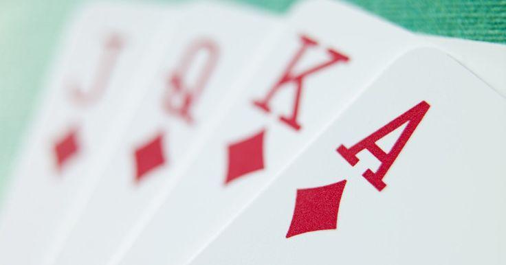 """¿Cómo jugar el juego de cartas """"guerra de restas""""?. """"Guerra de restas"""" es un juego de cartas que es genial para jugar padres e hijos juntos. Les enseña a tus hijos habilidades básicas de matemáticas mientras que los entretiene con un divertido juego de cartas. Para los padres: """"Guerra de restas"""" puede hacer más entretenido el juego tradicional de cartas """"la guerra"""". El concepto de """"guerra de ..."""