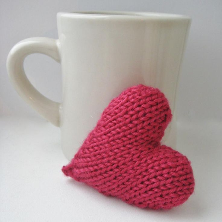 This is a free pattern for a little knitted love heart. This can be made into a hanging decoration, a keyring charm, a mini pincushion or even a brooch or necklace pendant. The heart is knitted flat on straight 4mm (US 6) knitting needles in double knit yarn, and is a great stash busting pattern.