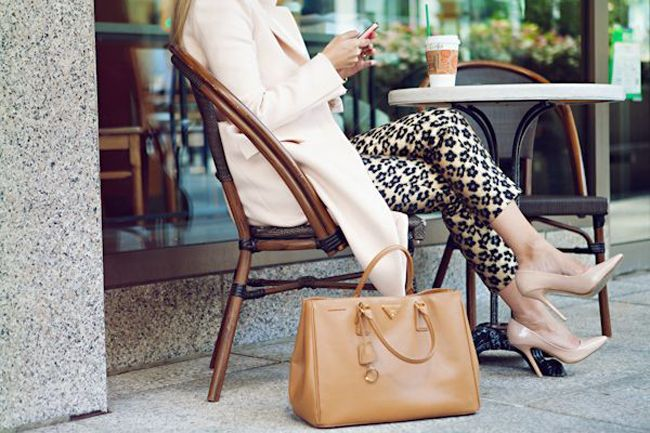 25 Fashion Poses For Lifestyle Bloggers   4 Tips To Feel More Comfortable In Front of the Camera