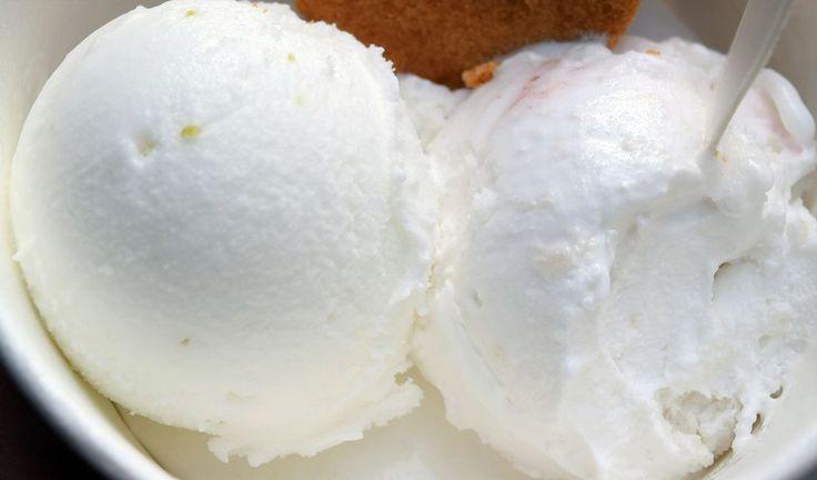 Joghurteis (Frozen Joghurt) selbstgemacht kalorienarm, Eis OHNE Sahne, Eis OHNE Ei Zutaten: -Griechischer Joghurt – Milch – Zitronensaft – etwas Zucker