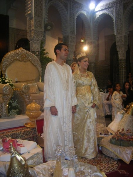 features of pakistani wedding essay History and people while pakistan as a country is relatively new, the indus river region is known as a cradle of civilizationarchaeologists have found fossils of homo sapiens in the area which date back 50,000 years.