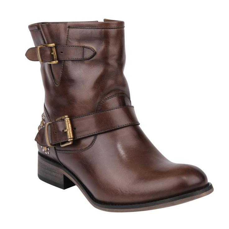 BOTA CC ZURIC. Cano curto Concreto de Couro com Tachas. Shoestock. R$300,00