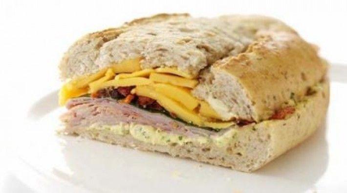 Receta de Sandwich prensado de jamón y queso. Es una delicia y está listo en 01h00m. Rinde para 2 personas.