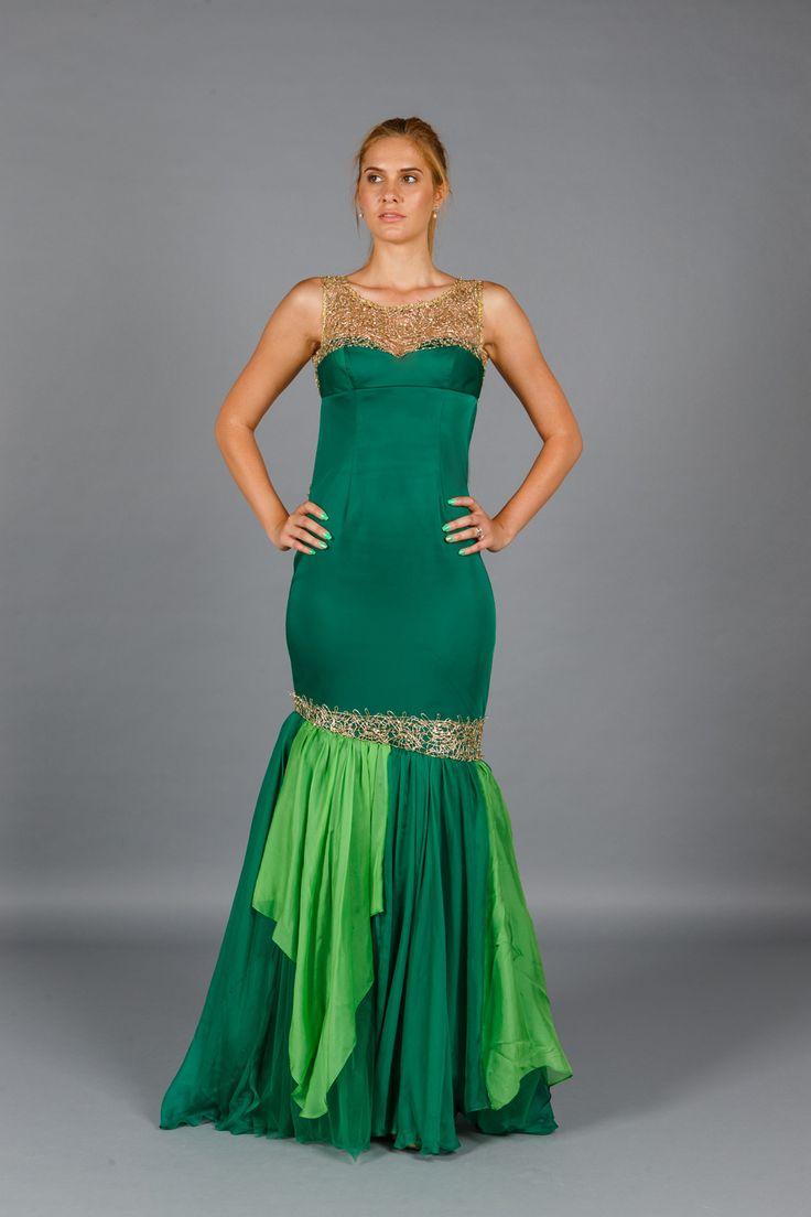 Rochia lunga de seara Green Desire, cu spatele gol este realizata dintr-o tafta…