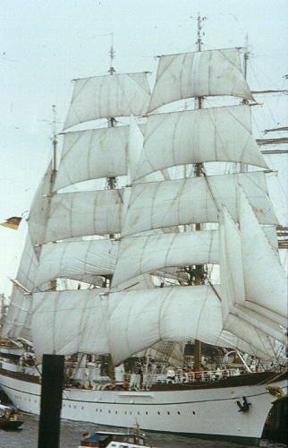 Segelschiff im Hamburger Hafen zum Hafenfest 1982