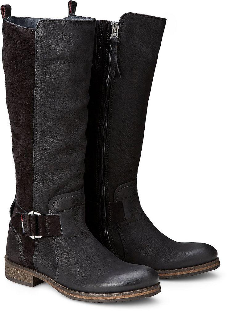 Dieser Stiefel von Tommy Hilfiger zeigt sich im lässigen Reiter-Stil mit dekorativer Zierschnalle. Aus einem Mix aus Velours- und Glattleder in Schwarz bietet er höchsten Komfort.