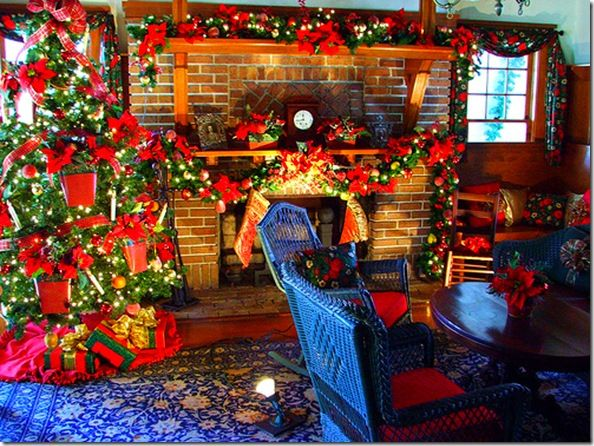 pointsetta cottage | Winter Eye Candy: Christmas Poinsettias Cottage