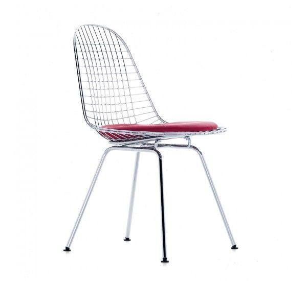 Con la Wire Chair DKX di Vitra, Charles e Ray Eames effettuano una variazione sul tema della scocca ergonomica monopezzo che vanta una trasparenza leggera ed un carattere altamente tecnico. Le sedie sono disponibili senza imbottitura, o con un cuscino singolo o con le imbottiture del sedile e dello schienale. A causa della sua forma, questo rivestimento è talvolta indicato come un