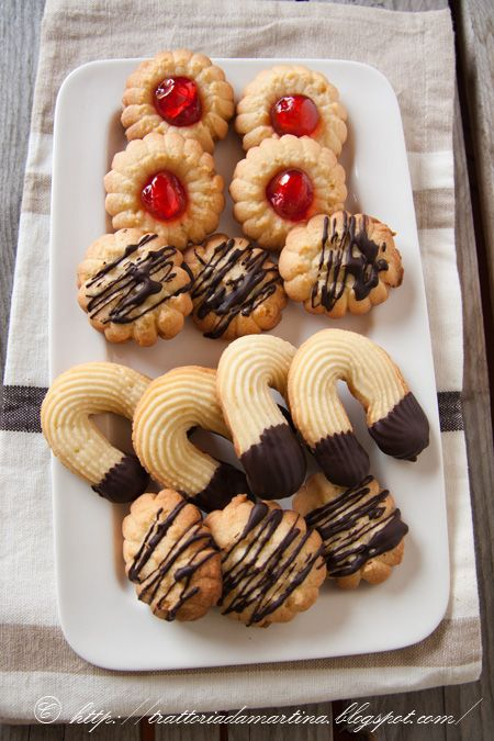 Pretty Piped Shortbread Cookies