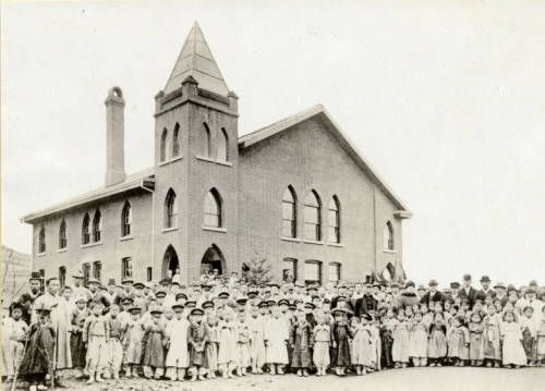 Church and congregation, Wonju, [s.d.]. http://digitallibrary.usc.edu/cdm/ref/collection/p15799coll48/id/736