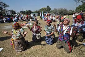 Una de las creencias de los mayas kaqchiqueles es la celebración de rituales consagrados y dirigidos al nuevo año, según los calendarios Tzolkin, de 260 dias, y el Haab, de 365.