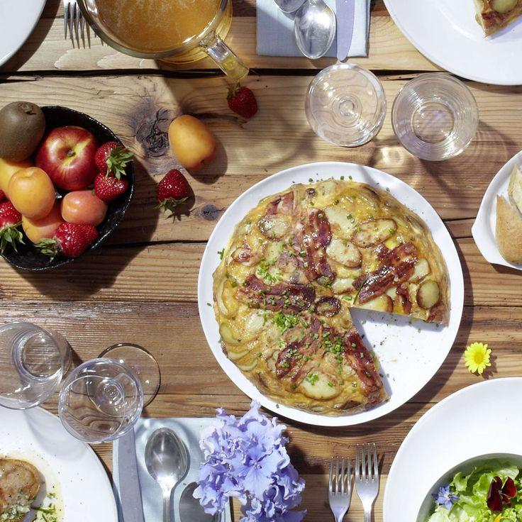 Kartoffel-Speck-Kuchen. Es muss nicht immer Käsewähe sein. Ein herzhafter Kartoffel-Speck-Kuchen mit Eiern und Greyerzer-Käse kommt bei der ganzen Familie an. Auch für ein Buffet.