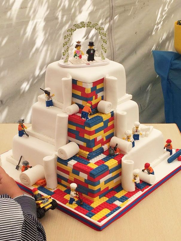 tarta nupcial inspirada en el mundo de Lego. Hermosa