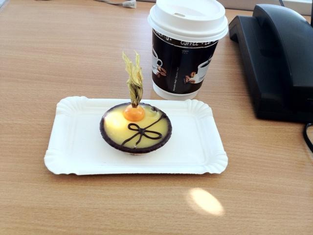 Kaffeepause mit Törtchen