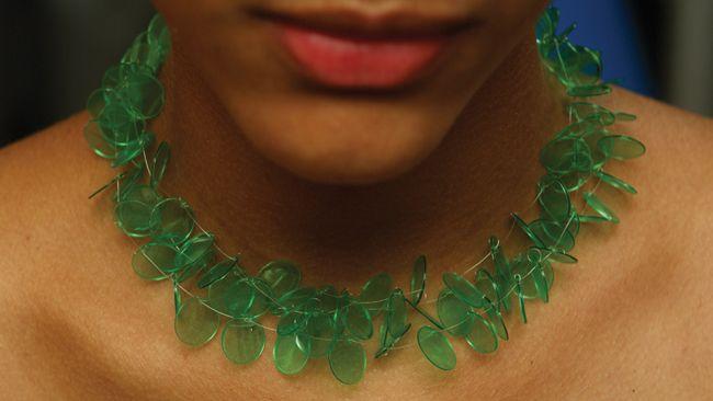 Mana Bernardes: utilizando el diseño para convertir residuos en joyas