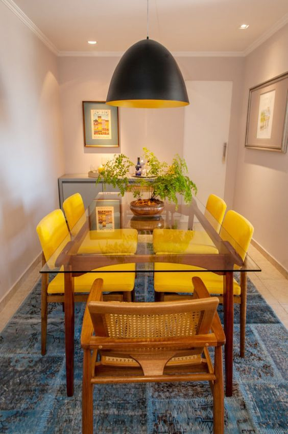 Decor: Cadeiras diferentes na sala de jantar!