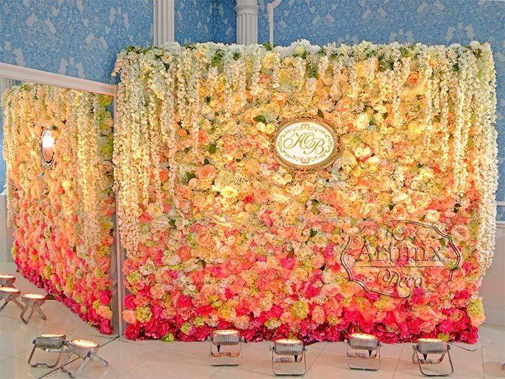 Стена из цветов для фотоссесии на свадьбу