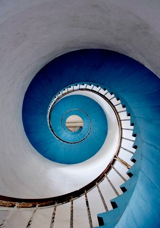 BLUE SPIRAL STAIRCASE. LOVE!