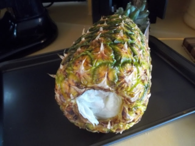 How to dry a pineapple for prim decor...