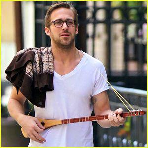 Ryan Gosling: Three String Guitar in New York City!