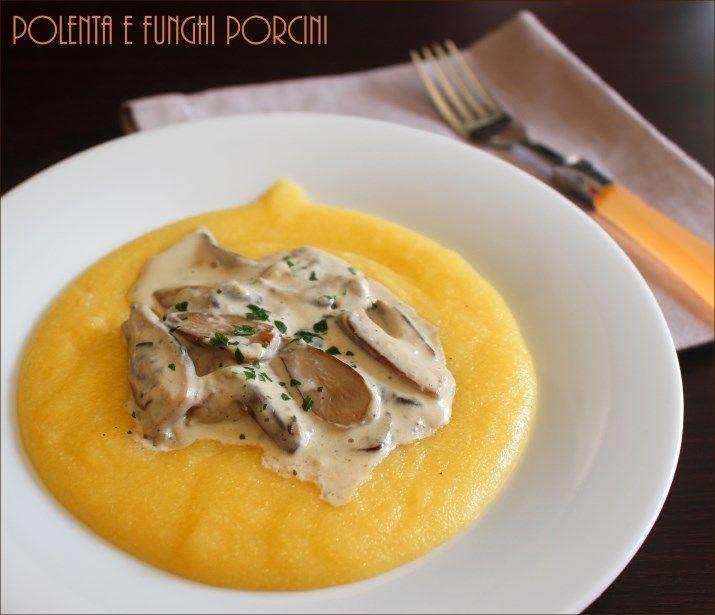 Polenta e funghi porcini, in versione con la panna: un primo piatto molto sfizioso. Una ricetta è semplice e veloce nella preparazione.