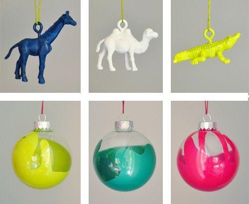#decoratecolorfully diy holiday decor: Christmas Crafts, Drip Gold, Christmas Decor, Crafty Crafts, Gold Paint, Christmas Party, Clear Ornaments, Christmas Ornament, Diy Christmas