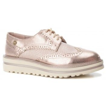 XTI 47799 is a stylish Oxford Shoe with a 35mm Heel, the Nude colour livens  the shoe up so it can be worn day or night. Complete with a hard-wearing ...