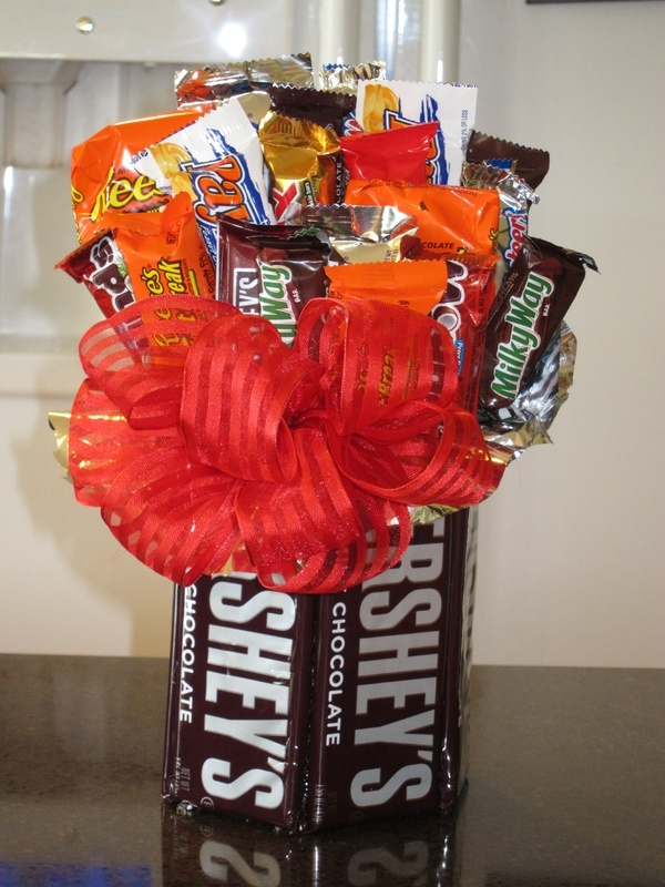 My first attempt at making a candy bouquet.: Teacher Gifts, Candy Bar Bouquets, Gifts Ideas, Cute Ideas, Homemade Candy, Candy Gifts, Cards Layout, Candy Bouquets, Great Ideas