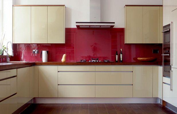 Photograph of kitchen fitted with Opticolour glass splashbacks, photo courtesy Bespoke Bristol - www.bespokebristol.com