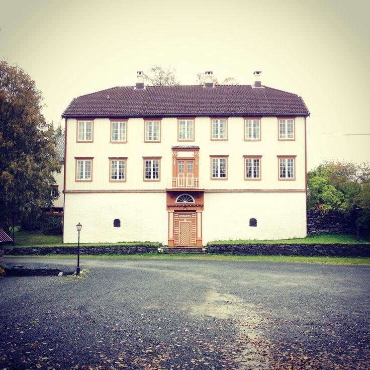 ✣ Herskapelig  / 1795 /Ferstadgård / Byåsen