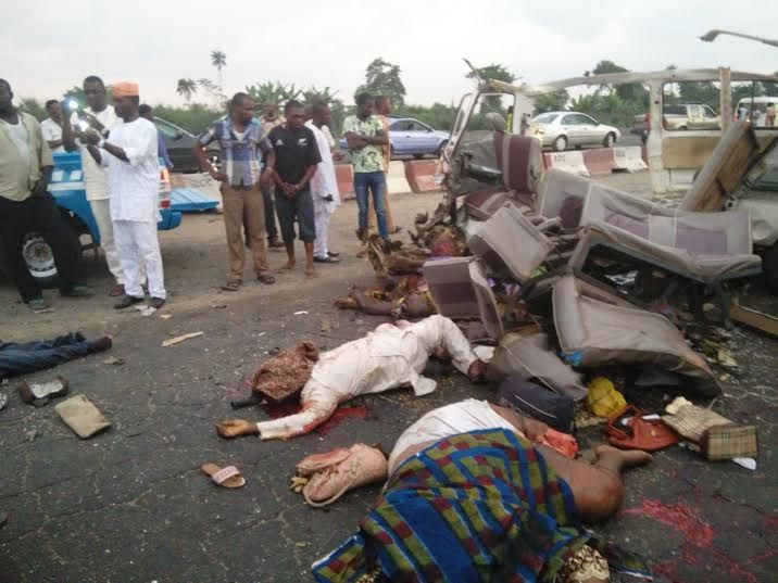 WELCOME TO D'ADVERTISER'S BLOG : Trailer Crashes Into 18-sitter Bus On Lagos-Ibadan...