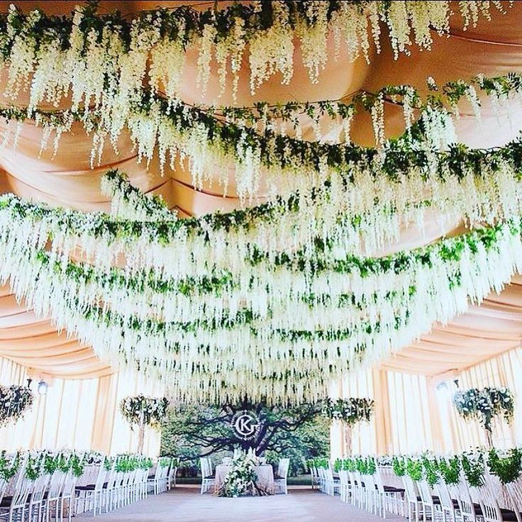 A Russian wedding with Wisteria in Moscow. by lahollandflowermarket