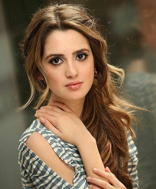 Fc::Laura Morano))Hey loves! I'm Brynlee! I'm 18 and single. Only people really close to me call me Brynn. I love to sing and I'm super flirty! Well come say hi! {secret: her ex boyfriend abused her. He got her pregnant and forced an abortion}